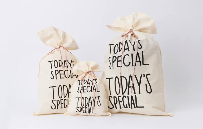 ■GIFT Bag(有料) 人気のギフトバッグ。この袋欲しさに、自分用にラッピングする人が多いというのも、うなずけます。