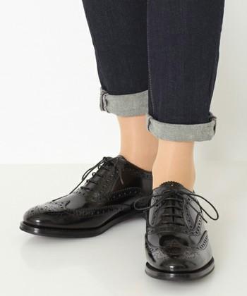 1873年に創業し、エリザベス女王から英国女王賞を受賞している老舗シューズブランド【Church's(チャーチ)】。あの007のジェームズ・ボンドも、【Church's】の靴を長年愛用していることで知られています。