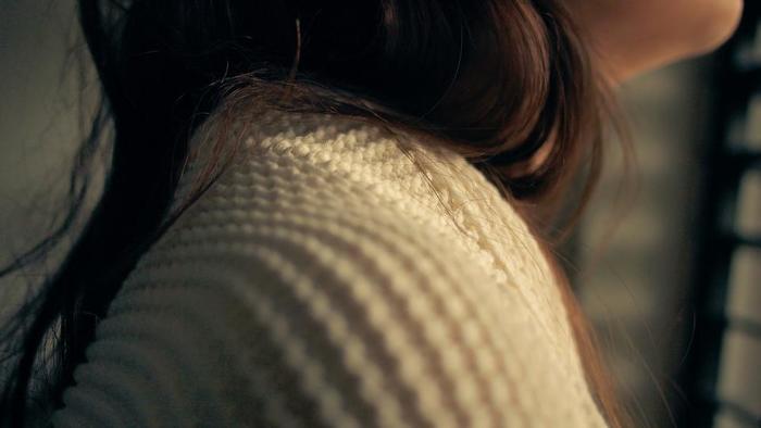 ファッションデザイナーの島田順子さんは、満月の夜に自分の髪の毛を切ることを習慣にしているのだとか。島田さんのように素敵に年を重ねられるよう、満月の下でほんの少しの毛束や前髪をチョキン。ちょっと真似したい素敵な習慣です。