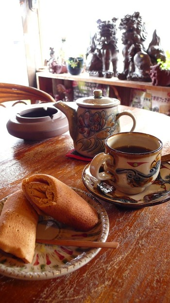 やちむんで提供してくれるカフェや喫茶店も。