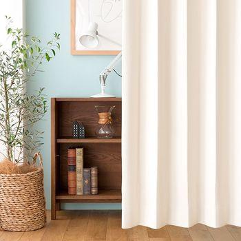 お部屋の中で、一番大きな布アイテムといえばカーテンではないでしょうか。窓に取り付けるのはもちろん、お部屋を仕切るのにもおすすめです。