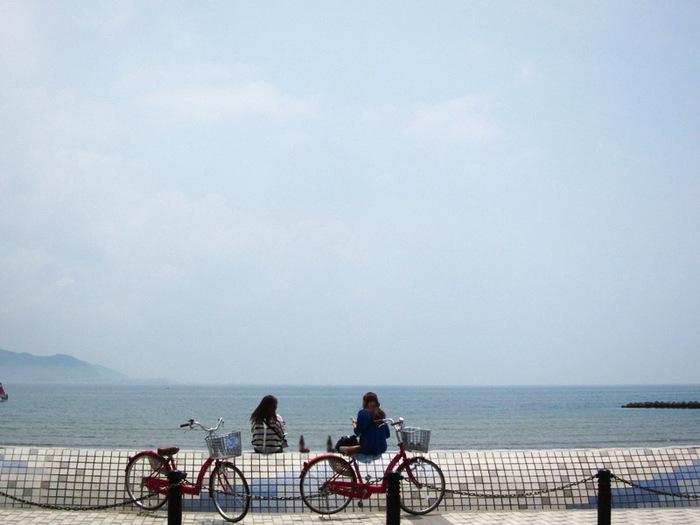 お店の前は、海。天気がよい日なら、テイクアウトして海を散歩しながら食べるのもよさそうですね。海風、波音などを感じながら、ゆったりとした時間を過ごしてみてください。