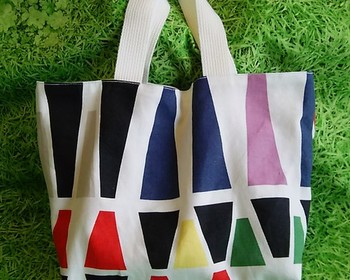 北欧インテリアで有名なIKEA(イケア)ファブリックと丈夫な帆布を使ったミニトートバッグ。