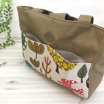 ポケット付きランチバッグは、スマホやお財布などちょっとした小物を入れるのに便利。OLのランチタイムにぴったりです。