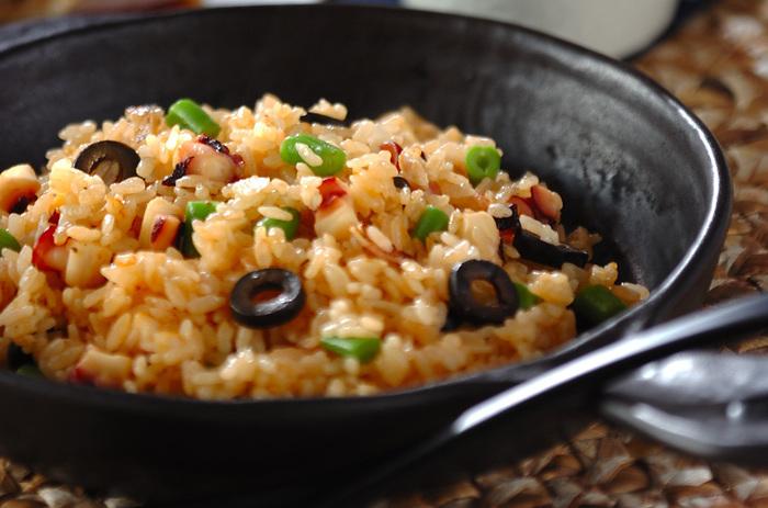 ゆでたタコ足と、お米を一緒に炊いた、洋風の炊き込みご飯。具材のカットと炒める工程を頑張れば、あとは炊飯器が美味しいタコライスに仕上げてくれます。タコから出るダシと弾力のある食感が楽しいアクセントに!
