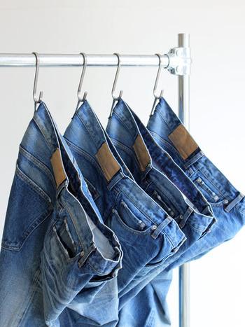 誰でも1本は持っているといわれるくらい定番のジーンズですが、ジーンズにもトレンドがあるって知っていましたか?