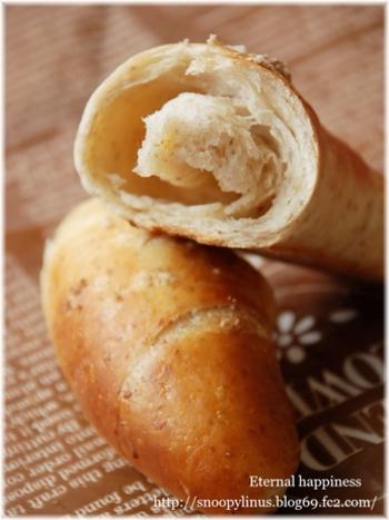 美味しさのヒミツはこの空洞♪バターを中に織り込むことでできる空洞部分のふんわり感とバターと塩の塩味が絶妙なんです♡