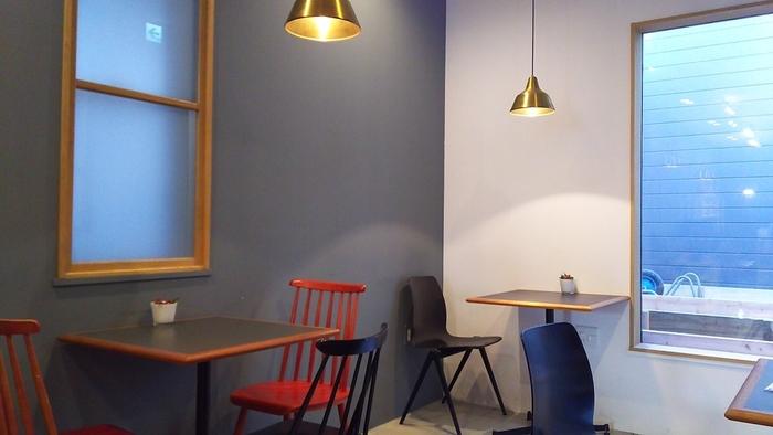 照明はペンダントライトのほうがやっぱり雰囲気が出ますよね。同じデザインのものを幾つか並べたり