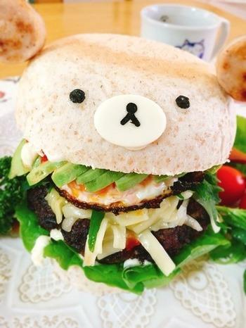 ハンバーガーにしてスライスチーズと海苔でクマさんに!これならお子様にも喜ばれそうですね♪