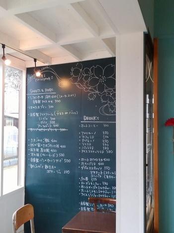 壁一面が黒板の凝ったカフェも多いですよね。 大きな黒板を設置したら、ぜひお子さんに自由にイラストを描いてもらいましょう!