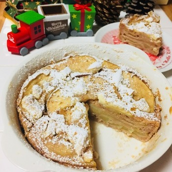 卵もバターも使わず、ホットケーキミックスとりんご、牛乳だけで作る、驚きの簡単ガトー・インビジブ。ちょっと工夫するだけで、ホットケーキとはひと味違う新感覚のお菓子になります。