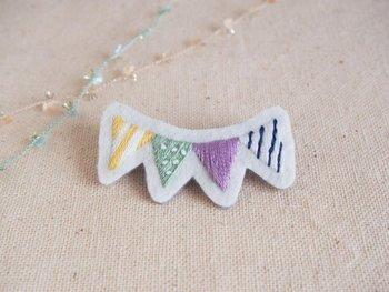 いつものアイテムにちょこっと手刺繍がプラスされるだけで、華やかさと温かみが増します。 好きなモチーフ、イラストを自分の手で刺繍して、もっともっと大切なものにしてみてくださいね。