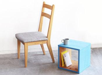 ちょっとアクセントが欲しいな、と思ったらDIYして自分好みの家具を作ってしまうのも手。カラーリング一つで印象がまるで変わります。
