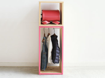 アクセントカラーと組み合わせて、世界に一つの家具に。子供も喜びそうな収納ラックも自由な組み合わせで実現。