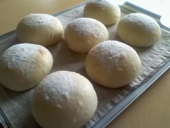 美味しいパン屋さんのパンを買うのももちろん良いものですが、実際にご自宅でパンを焼いてみるのも楽しくなっていきますよ。まずは基礎的な知識を学ぶことができる3級からチャレンジしてみましょう。