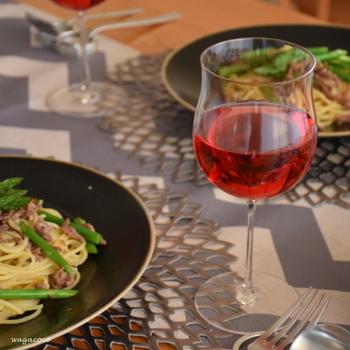ワインエキスパートの勉強をすることで、高級なワインだけではなく、毎日の食卓でいただくワインのチョイスの幅が広がります。ホームパーティでも使える知識を身に着けることができますね。