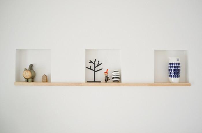 壁の一部をへこませた「ニッチ」は小物を飾るのにぴったりのスペース。北欧をテーマにした小物を飾ると、真っ白な壁のアクセントになっておしゃれです。