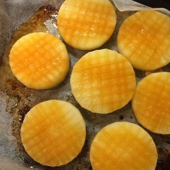 にんにくバター醤油が大根によく染み込んだウマウマレシピ。オーブンにお任せで簡単に作れるのも嬉しいですね。