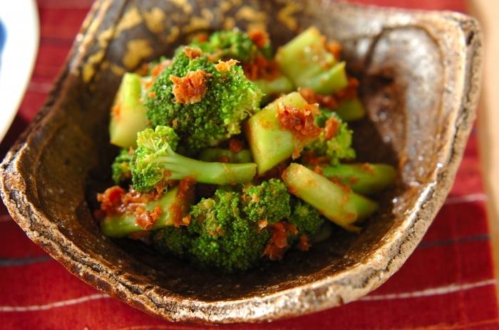ポン酢であっさりいただける、ブロッコリーのサッパリおかか和え。和食であと一品欲しい時にオススメのレシピです。