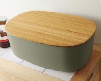 デンマークの台所用品を手掛けるブランド「RIG-TIG(リグティグ)by Stelton」は、環境に優しい竹素材を使用した保存容器。シックでモダンなキッチンにも、ナチュラルなキッチンにも優しく馴染みます。お菓子を入れてり、パンをストックしておいたり…使い方は様々です。