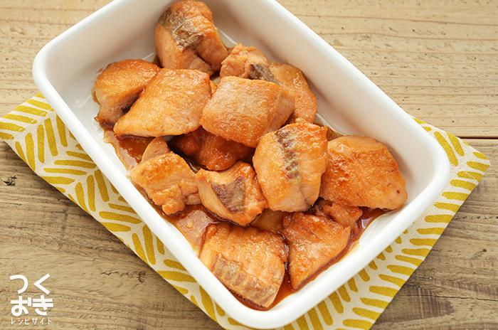魚好きの方には「鮭の照り焼き」。作り方はシンプルで、簡単に作り置きができるのでおすすめです。しっかり味が染みた鮭のふわっとした食感は思わず箸も進みます。
