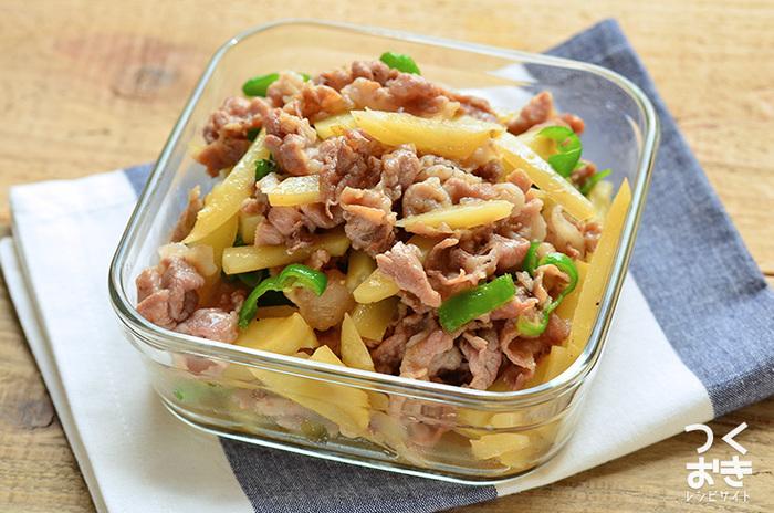 材料を切って炒めるだけの簡単作り置きおかず。15分程度で完成します!豚肉、じゃがいも、ピーマンなど扱いやすい食材だけで、特にコツなどもないのでお弁当初心者さんにもおすすめ。