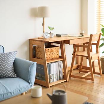 一般的なダイニングテーブルとも高さが合わせやすい「つなご」シリーズです。シンプルでフラットなデザインでリビングにもぴったり♪1cmほどでしたら高さが微調整できます。