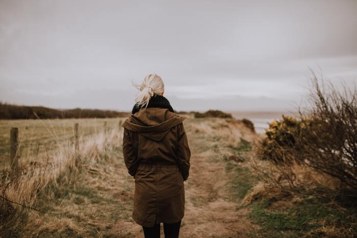 また、自分が何かしてあげたことに対する見返りを期待しすぎると、思惑と外れたときにがっかりしたり腹が立つことにつながります。自分の意思で行動し、完結させましょう。