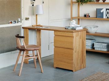 日本の老舗家具屋さん長野インテリアのオーダーデスクは、好みの幅サイズが選べるので、よりスペースに合ったデスク選びが可能です。