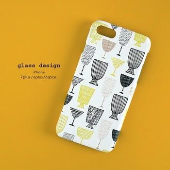 モダンなグラスのデザインと色合いが素敵♪かわい過ぎず、シンプル過ぎないケースは、マットタイプなので手にも優しくフィットしてくれそう。