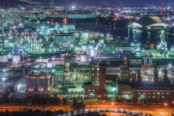 四日市市の工場夜景は、日本五大工場夜景(北海道室蘭市、神奈川県川崎市、三重県四日市市、山口県周南市、福岡県北九州市)の一つに数えられており、抜群の見ごたえと傑出した美しさを併せ持っています。