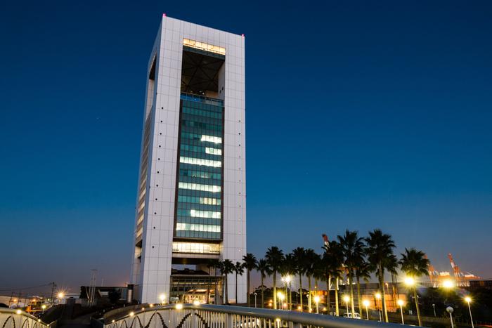 うみてらす14とは、四日市港に面する高層ビル、ポートビルの14階にある展望展示室です。