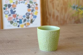 「BIRD'S WORDS(バーズワーズ)」の伊藤利江さんによる、色とりどりのフリーカップ。コーヒーにも日本茶にもマルチに使え、またフラワーベースとしてテーブルに置くのもいいアイデア。色違いでそろえたいですね。