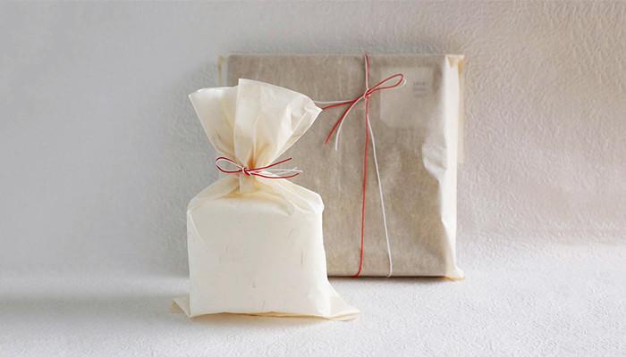 ■和紙袋ラッピング(有料) 有料ラッピングは土佐和紙を使うラッピングの他、商品に合わせてお店側でラッピングしてくれる「おまかせラッピング」や包装紙+熨斗の「のし包装」などが用意されています。