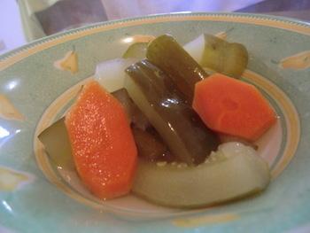 こちらは塩ゆずとすしのこを使ったピクルス。野菜はザクザクと好きなように切ればOK。味加減も、お好みで簡単にアレンジできるのもうれしいですね。