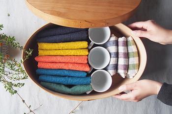 キッチン小物もたっぷり収納できるので、お客様用セットを準備しておいたり、シーズンオフの雑貨を入れておくのも良いですね。