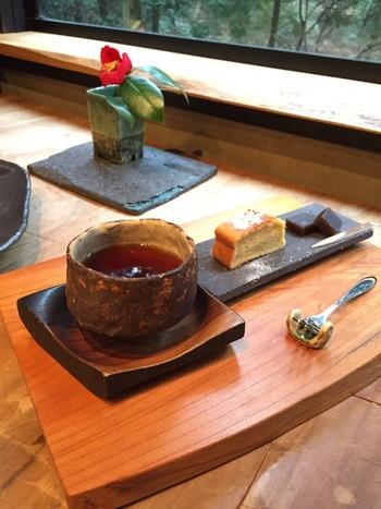 コーヒーは数種類の中から選ぶことができます。コーヒーにこだわりのあるカフェというだけあって、味わいは格別。器もとっても素敵で、特別な気分に浸れます。