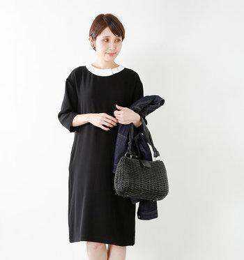 白い丸襟がフレッシュな印象の「Si-Si-Si」のフォーマル服。七分丈の袖が女性らしさを引き立ててくれます。