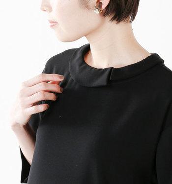 実はこの襟は付け襟。クロの襟を付ければ違った印象に早変わりです。