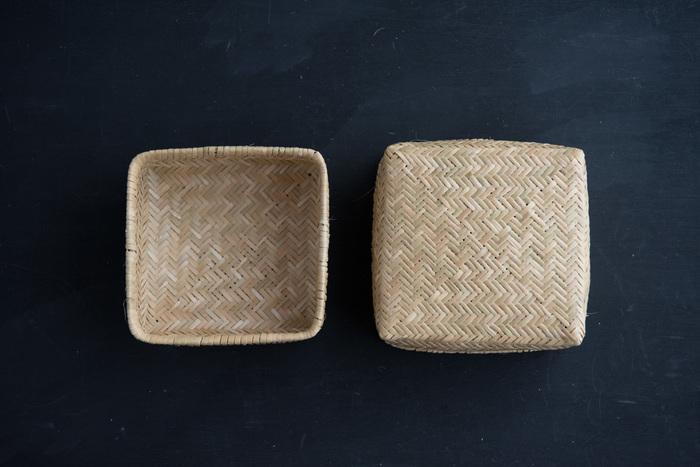 竹かごと言えば和風のイメージですが、こちらは正方形のサンドイッチかご。美しい編み目の竹かごはパンや焼き菓子にも良く合います。是非色んなものを詰め込んでみて下さい。