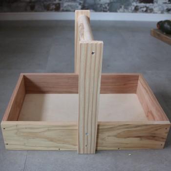 ハンドルの作り方も、市販の木箱に付けたりといろいろな小物作りに応用できますので、覚えておきたいですね。 木箱のサイズを変えてたくさん作ってみましょう。