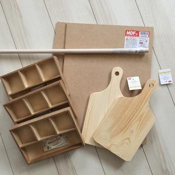 気になる材料も100円ショップでお馴染みのアイテムばかり。仕切り付きボックスやカッティングボードを使用します。取手も好みのものを付けてみてくださいね。