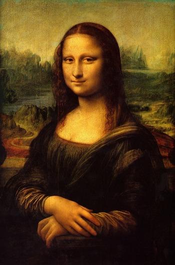 ルーヴル美術館では、誰もが知るレオナルド・ダ・ヴィンチの最高傑作「モナ・リザ」が展示されています。ダヴィンチが4年の歳月をかけて描いた「モナ・リザ」は、モナ・リザの間と呼ばれる大きな部屋に防弾ガラスケースで囲われており、いかに芸術的・文化的価値の高い作品であるかを体感することができます。