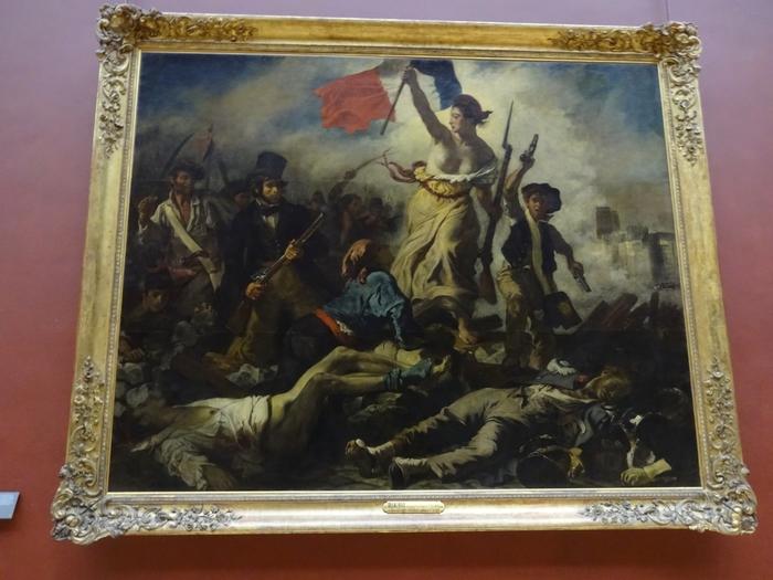 ウジェーヌ・ドラクロワによって描かれた「民衆を導く自由の女神」も見逃すことができない傑作の一つです。世界史に大きな影響を与えたフランス7月革命を描いたこの作品の中心部にいる女神の躍動感は今にも絵画の中から飛び出してくるのではないかと思うほど迫力があります。