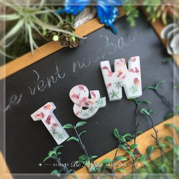 アルファベットの型を使って、家族や友達のイニシャルを作ってプレゼントすれば喜ばれそう。