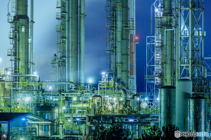 播磨臨海工業地帯は、兵庫県姫路市・加古川市を中心に広がる工業地帯です。沿岸部には、無数の鉄鋼業、化学プラント、エネルギープラントなどが立ち並んでおり、近畿地方における工場夜景エリアでも傑出した美しさを誇ります。