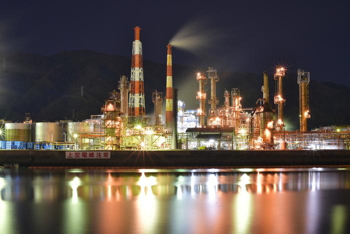 大阪府から少し南へ足を伸ばした場所にある和歌山県有田市も、近畿地方における工場夜景スポットとして人気の場所です。