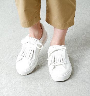 2通りの履き方が楽しめるビクトリアの2wayスニーカー。程よいボリュームできちんと感がプラスされるシューキルトが付いています。きれいめコーデに自然に溶け込みます。