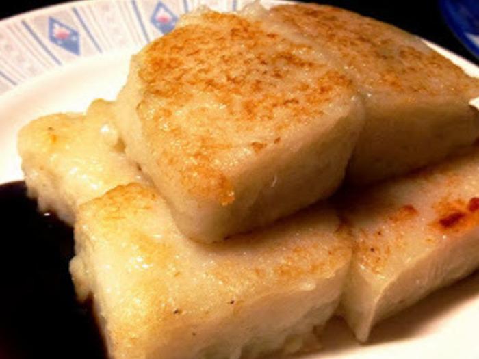 台湾の朝食レストランのメニューに必ずある大根餅。  香ばしさ、腹持ちの良さ、食べやすさ、ヘルシーさ、どれをとっても高ポイントのおかずです。  作るのにやや時間がかかるため、晩に作っておき、朝のおかずにするのがおすすめ。