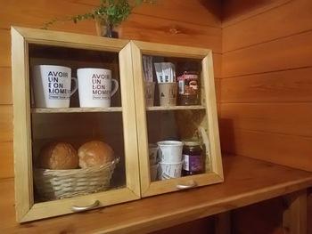 パンと一緒にジャムやコーヒーカップなどを入れておけば、朝ご飯の支度も楽チン。自分の使いやすいように配置してみてくださいね。